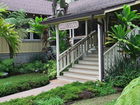 photo of the charming inn, Hotel Lanai, on the island of Lanai in Hawaii